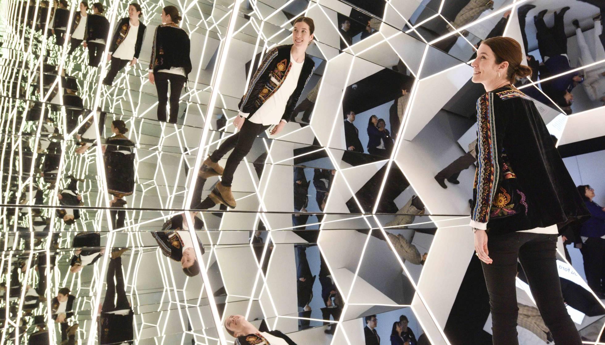Музей CosmoCaixa презентует зеркала как один из главных инструментов мира науки